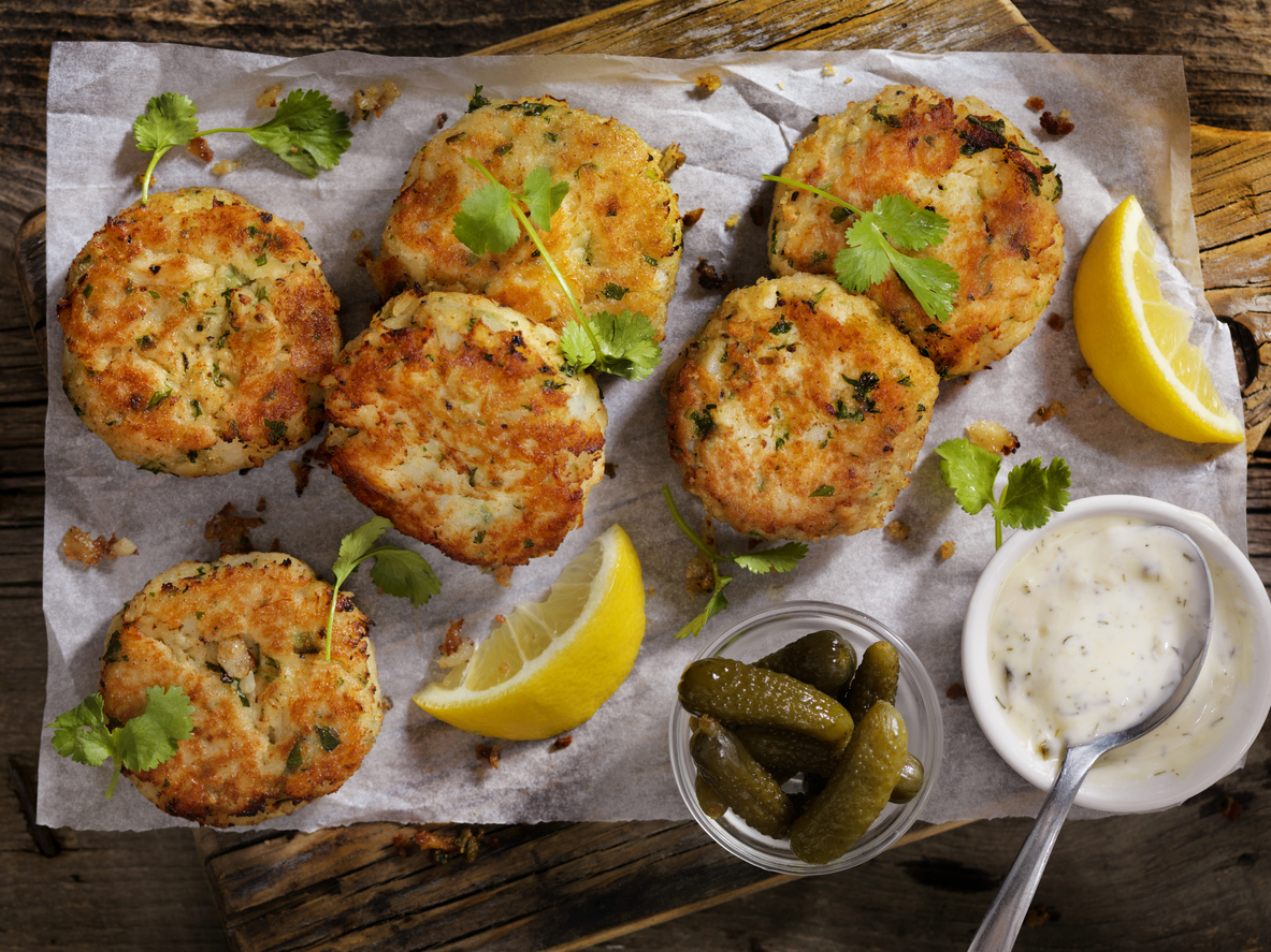 crispy crab cakes with pickles and tartar sauce