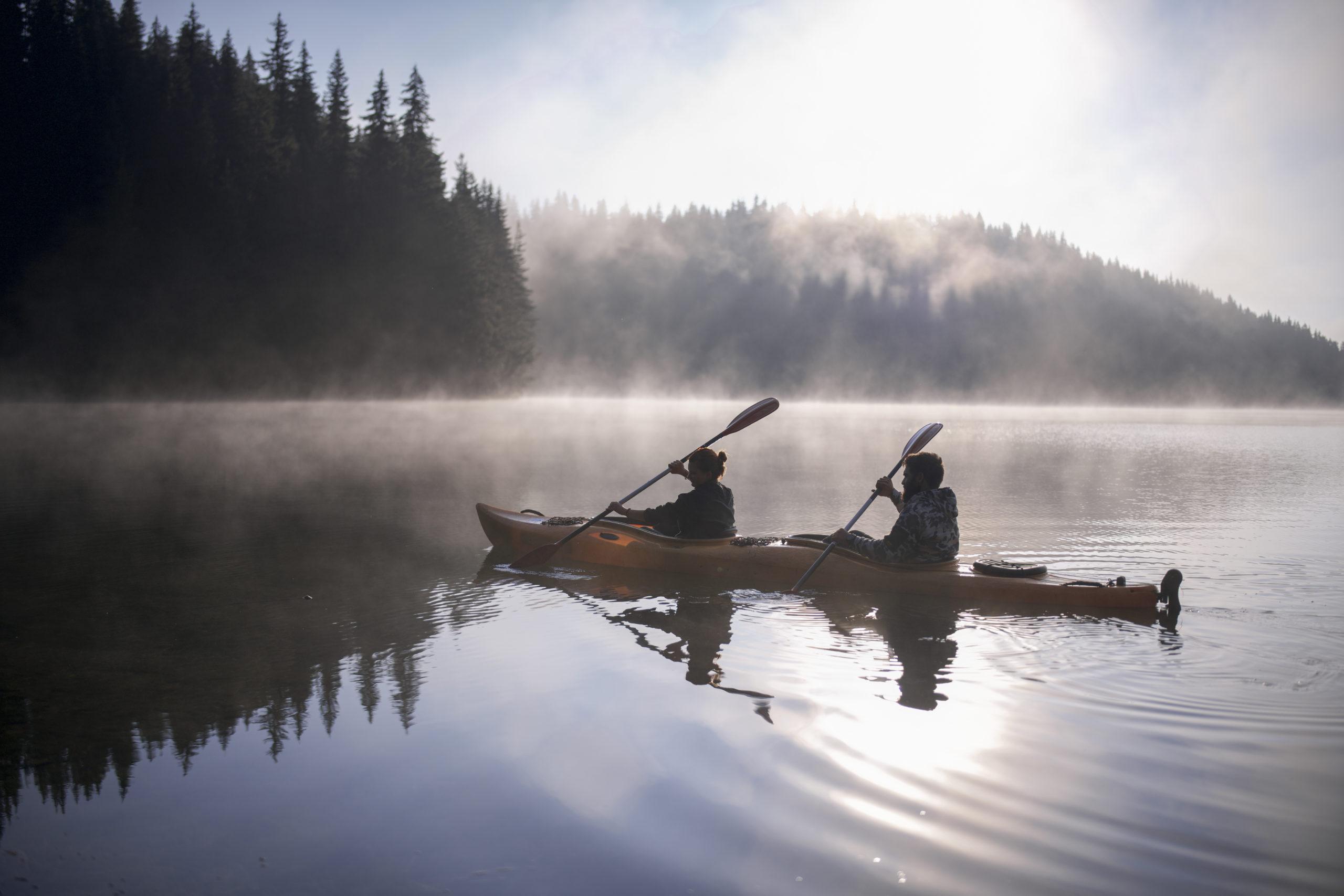 Couple kayaking on a river | kayaking in Arlington, VA