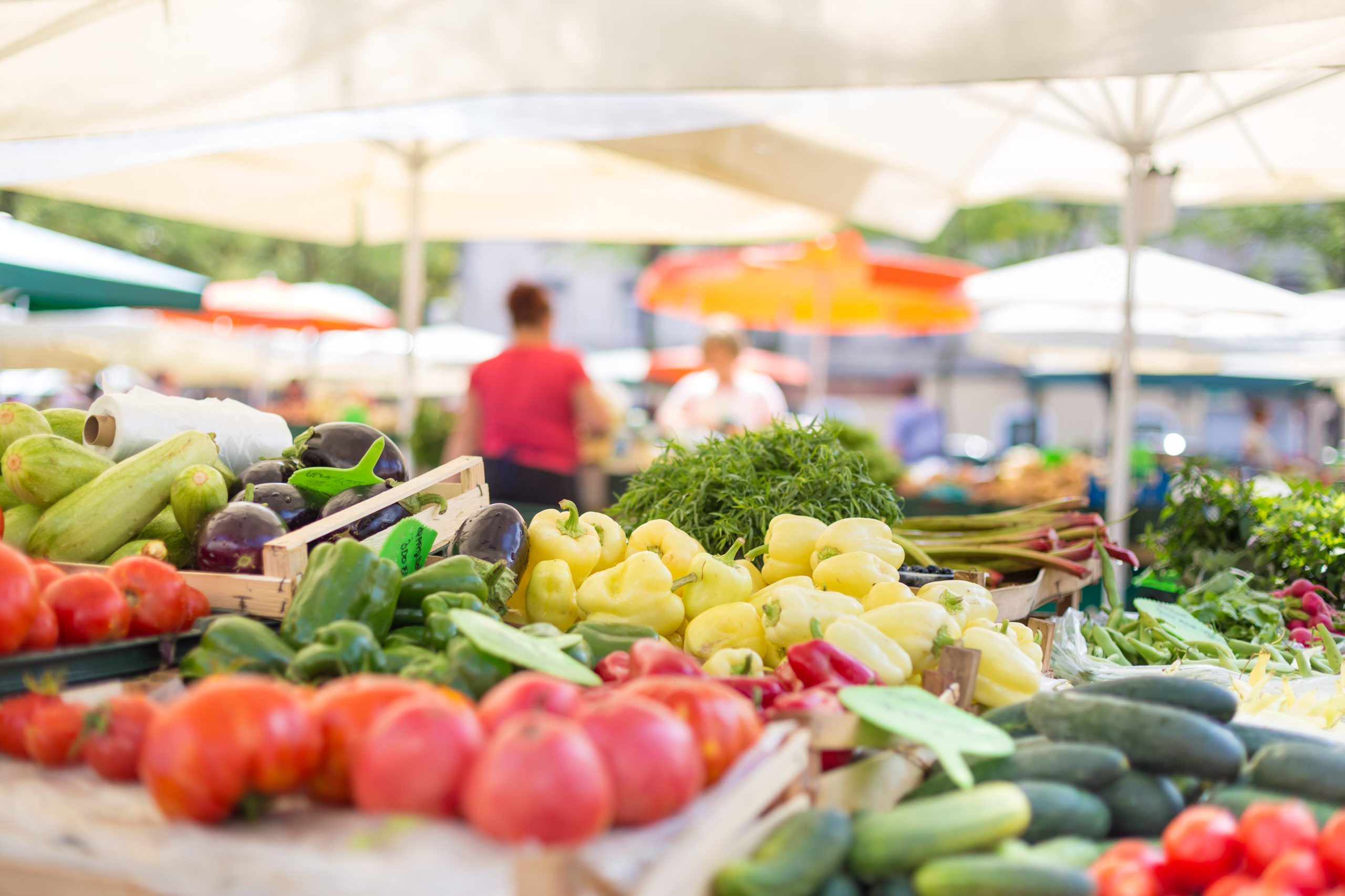 Fresh fruit and vegetable stand | Farmers markets in Arlington, VA