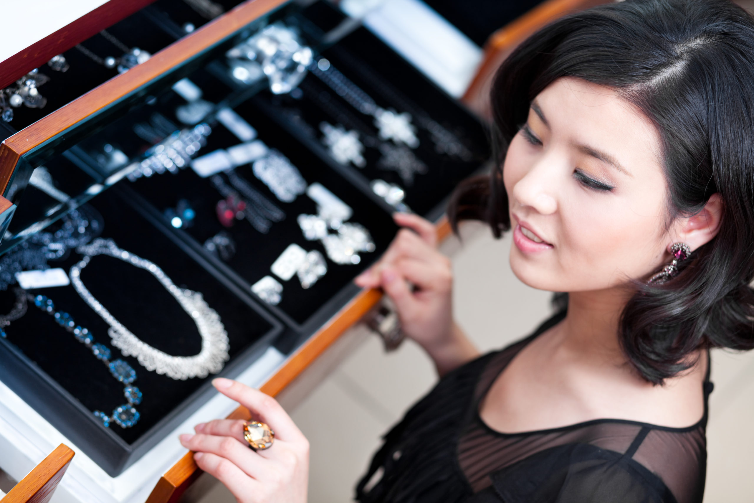 Young woman trying on jewelry | jewelry stores in Arlington, VA